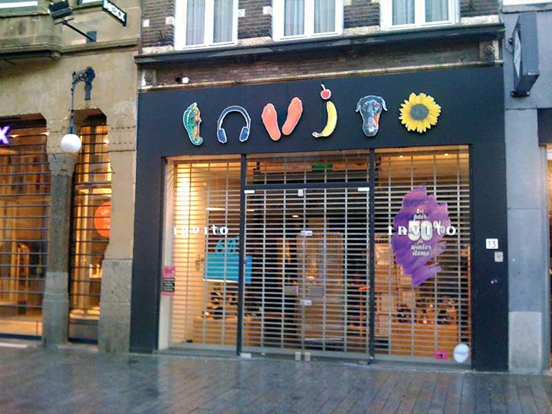 b9ed6f8aa98 De paniek is groot bij het hoofdkantoor in Den Bosch van schoenwinkelketens  Invito en Manfield. De verkoop schijnt volgens de Telegraaf ver onder de ...